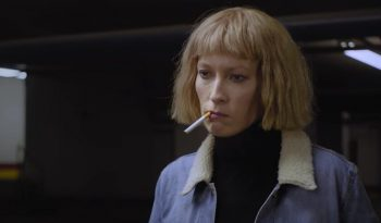 clip metronomy, robyn, voiture, reflet