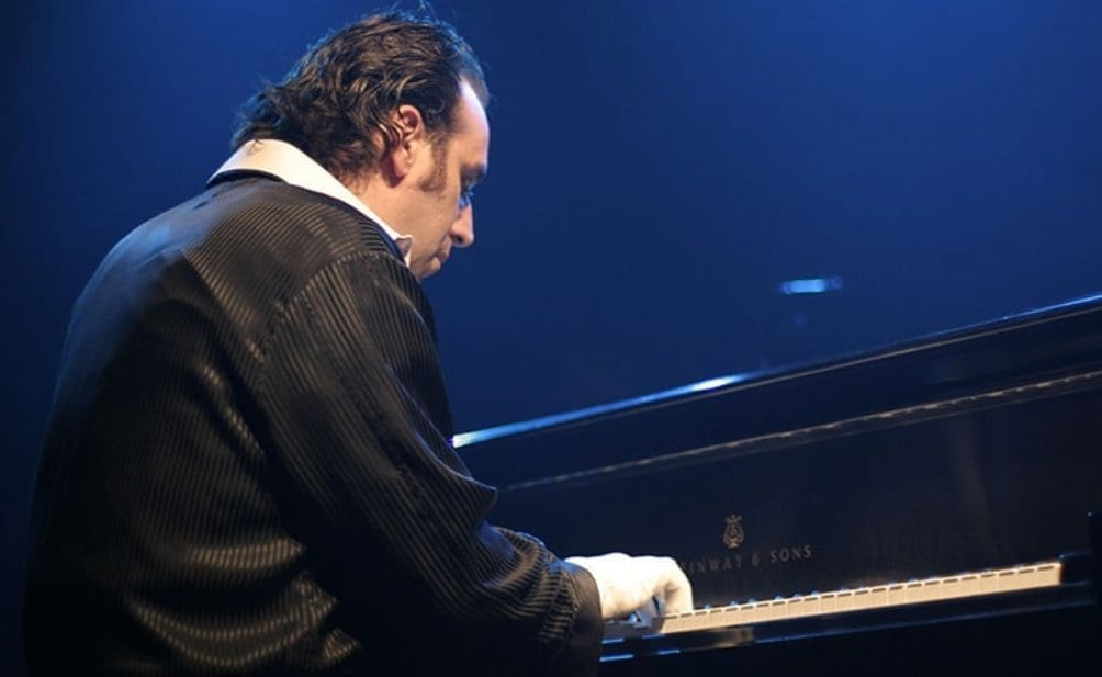 Chilly Gonzales, live