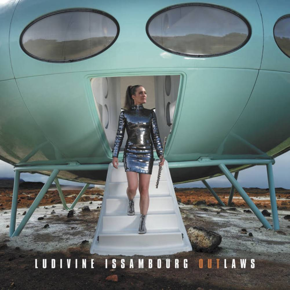 Ludivine Issambourg, Outlaws, cover